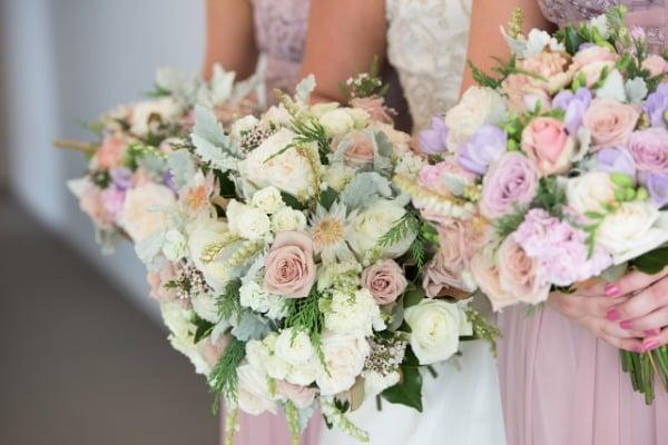 Beim Blumenstrauss gibt es 2019 diese Hochzeitstrends